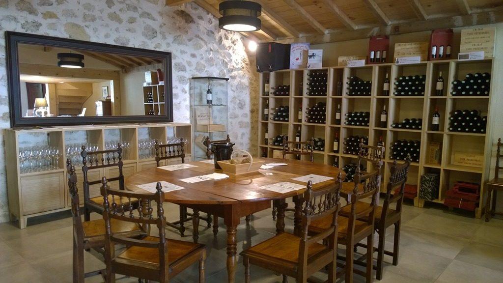 Salle de dégustation château Bernateau