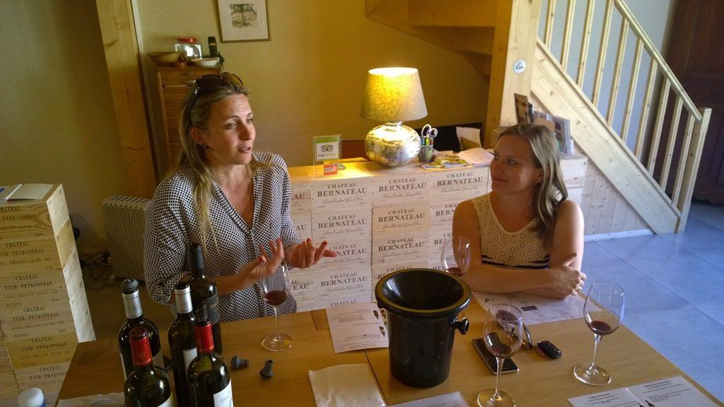 Karine Lavau et Soline Bossis en salle de dégustation
