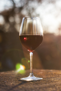 verre-unitverre-avec-vin-rouge-n1k3iunhkkl549zaxzjc9fsynui8j3kzgohv7luir4